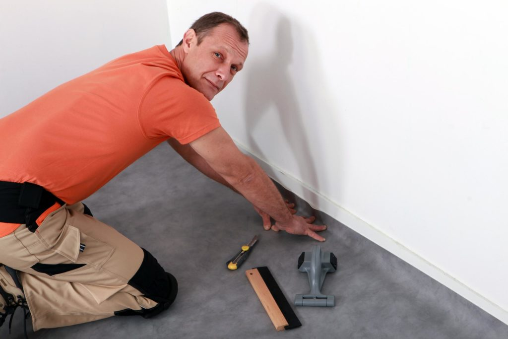 professional flooring expert working on carpet flooring