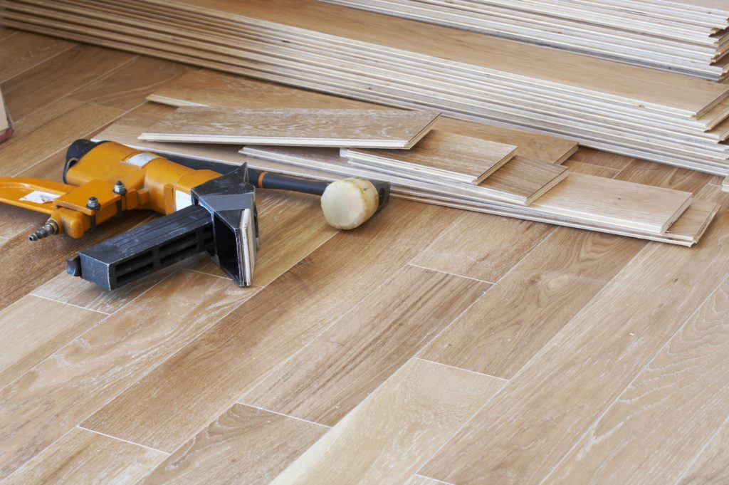 professional flooring expert working on laminate flooring